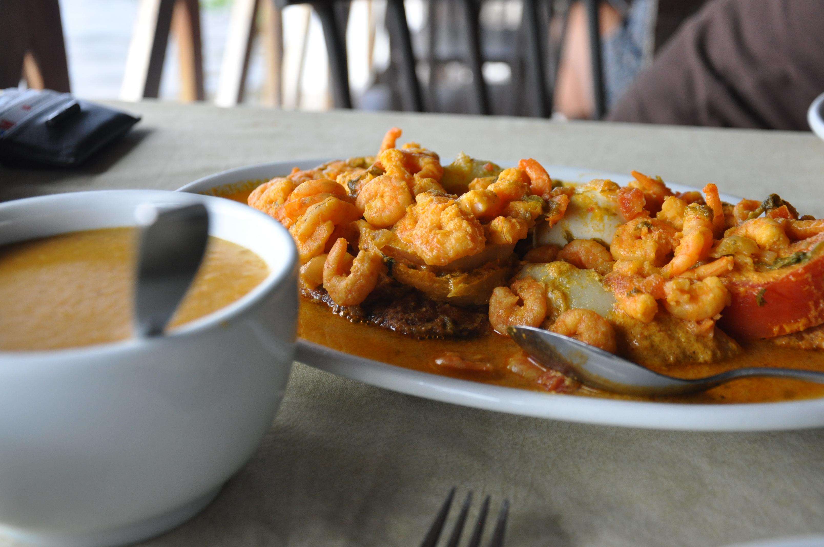 Peixada de Arabaiana com pirão de restaurante na Massagueira, Alagoas