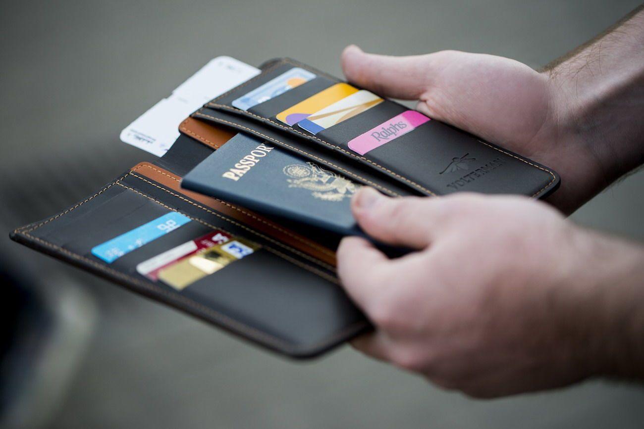 Carteira para guardar documentos em viagem corporativa