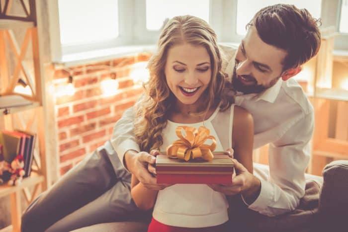 Como fazer um jantar romântico surpreendente - presente para jantar romântico